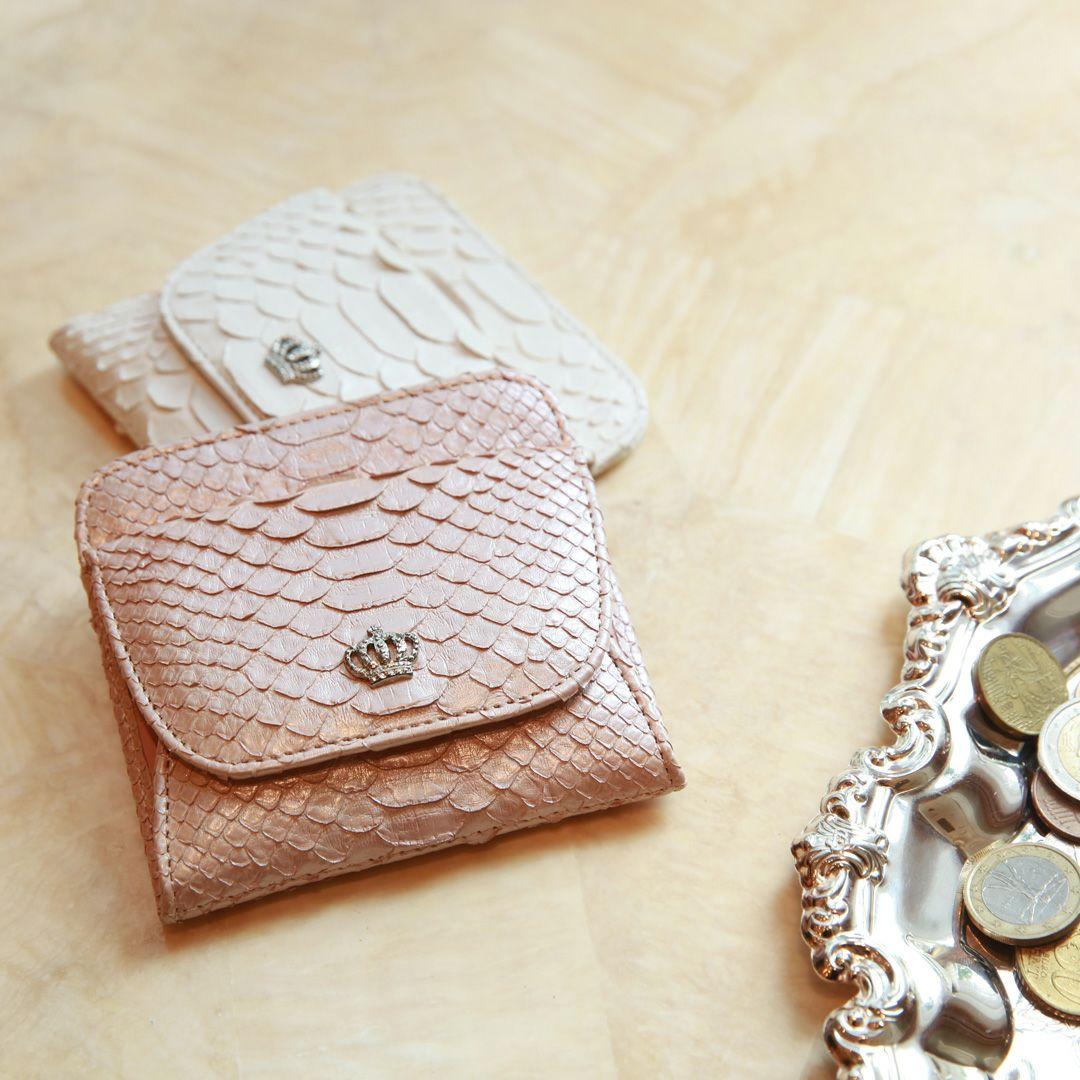 個性的で美しい模様が魅力の蛇革(パイソン)財布 傳濱野 ポレット